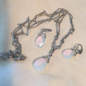 Jewelry - Faceted opalescent necklace and earrings